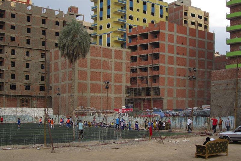 Zwischen Duldung und Illegalität - Vom Wohnen in den informellen Siedlungen Kairos